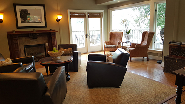 Milliken Creek Inn & Spa - Lounge area overlooking Napa River