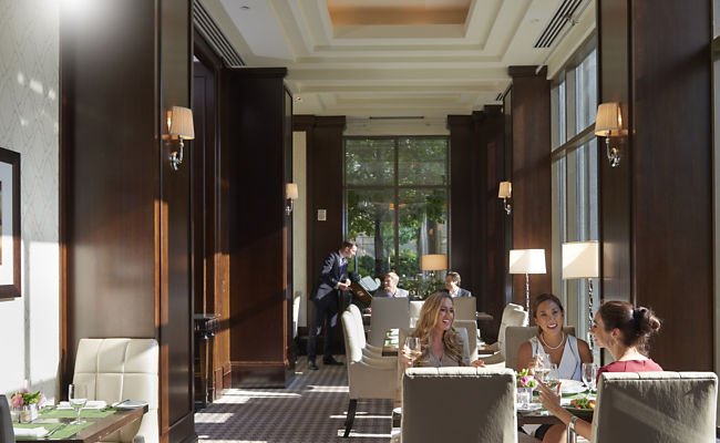 Mandarin Oriental Atlanta is home to one of the best restaurants in Atlanta with a great bar area serving up innovative cocktails like a Matchatini and an homage to local flavors, the Georgia Peach.